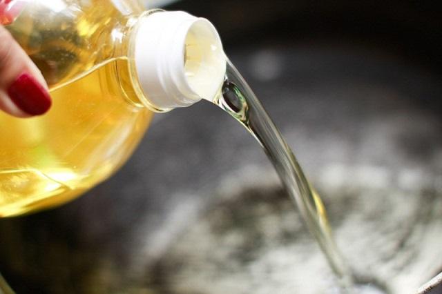 Dầu ăn, dầu thực vật, dầu cọ có thể sinh ra chất độc hại nếu không sử dụng, bảo quản đúng