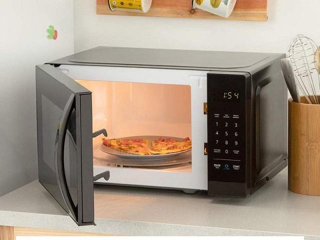 Lò vi sóng là thiết bị được sử dụng để hâm nóng hoặc làm chín thức ăn nhờ sóng vi ba