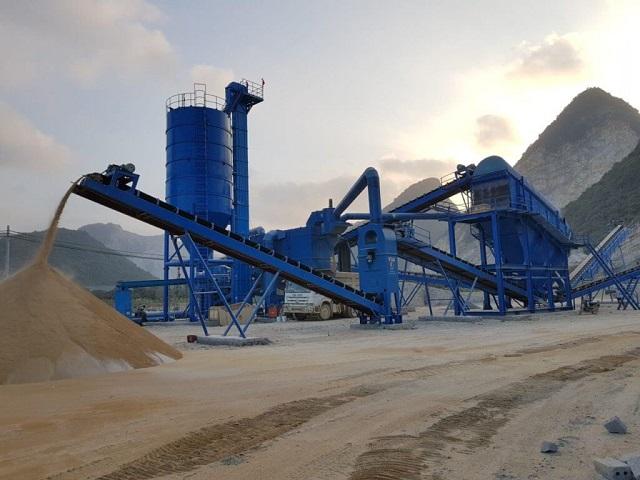 Máy nghiền đá là loại máy được sử dụng để giảm kích thước các vật liệu như gạch, đá, sỏi