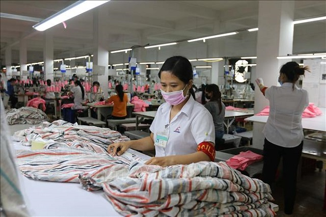 Thủ tục xuất khẩu khăn mặt khăn tắm sang nước ngoài cần đúng pháp luật