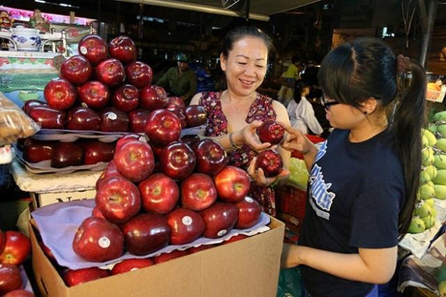 Mặt hàng trái cây nhập khẩu được bày bán phổ biến tại nhiều nơi