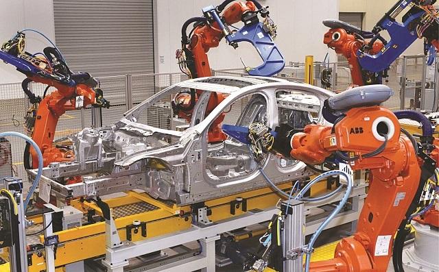 Robot công nghiệp giúp nâng cao hiệu suất công việc